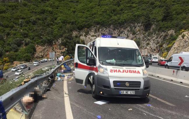 ДТП в Туреччині: кількість жертв зросла до 23 осіб