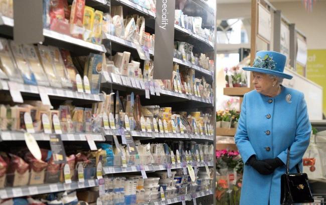 Фото: Королева Елизавета II в супермаркете (bbc.com)