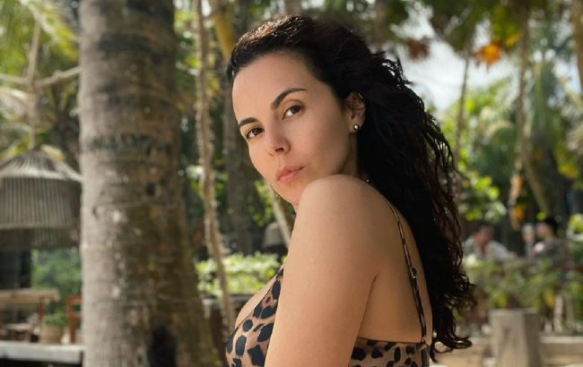 """Настя Каменських показала фото в бікіні до і після схуднення: """"любіть себе"""""""