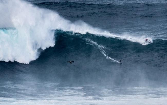 В Португалии прошло шоу серфингистов