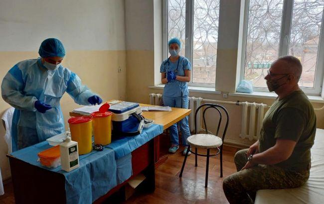 Главнокомандующий ВСУ Хомчак вакцинировался от коронавируса