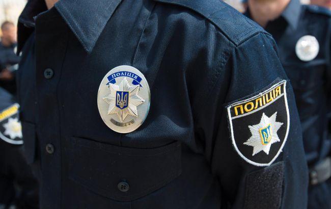 Фото: поліція евакуювала персонал і відвідувачів з будівлі суду