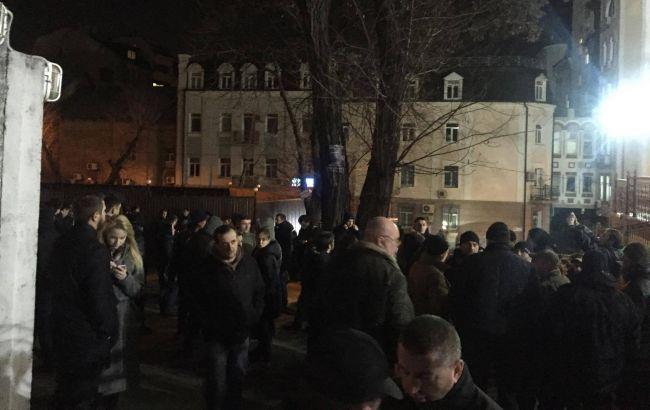 Фото: митинг под судом в отношении Насирова