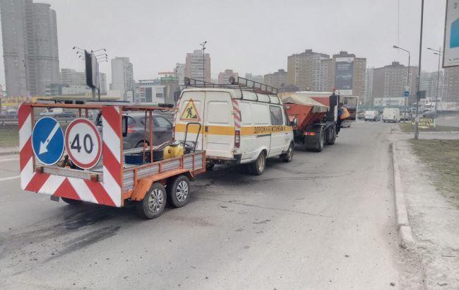 Соцсети возмутило халатное отношение коммунальщиков к ремонту дорог в Киеве
