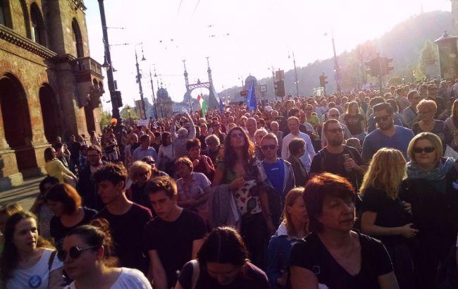ВБудапеште 70 тыс. человек вышли намитинг против закрытия университета Сороса