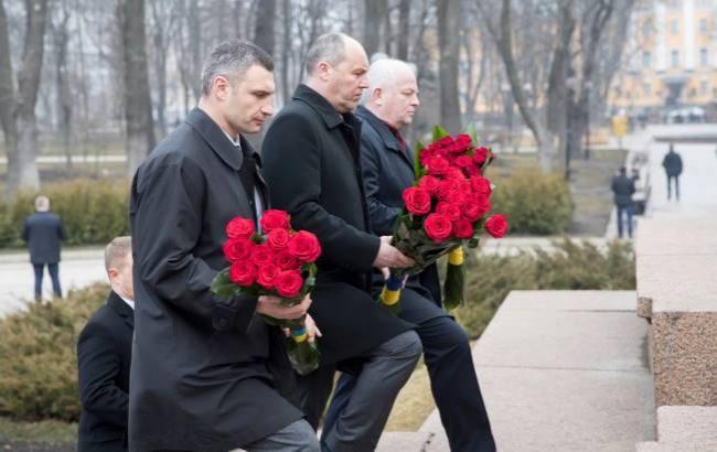 Фото: Віталій Кличко поклав квіти до пам'ятника Шевченку