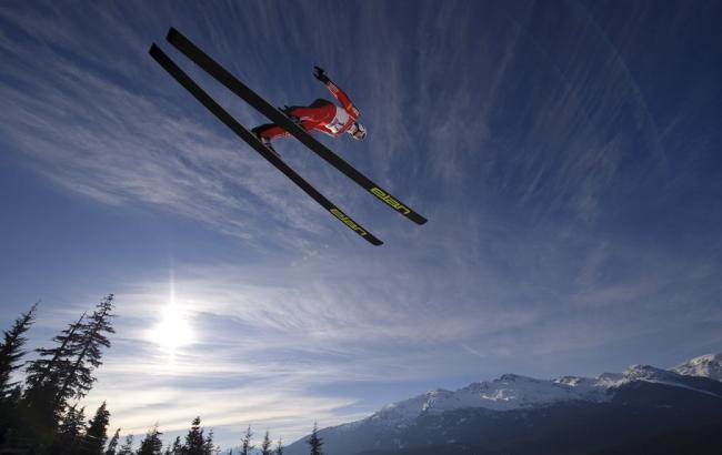 Фото: Прыжок на лыжах с трамплина (cz.forwallpaper.com)