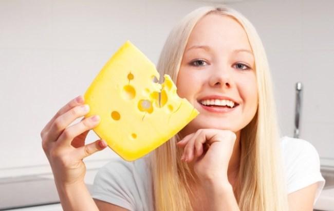 Вчені назвали продукт, який захищає зуби від карієсу