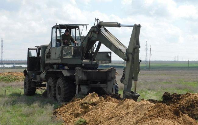 Украинские военные обустраивают новые позиции и строят фортификационные сооружения на юге страны