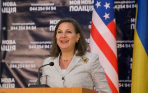 США обсудят с Украиной привлечение к урегулированию на Донбассе, - Нуланд