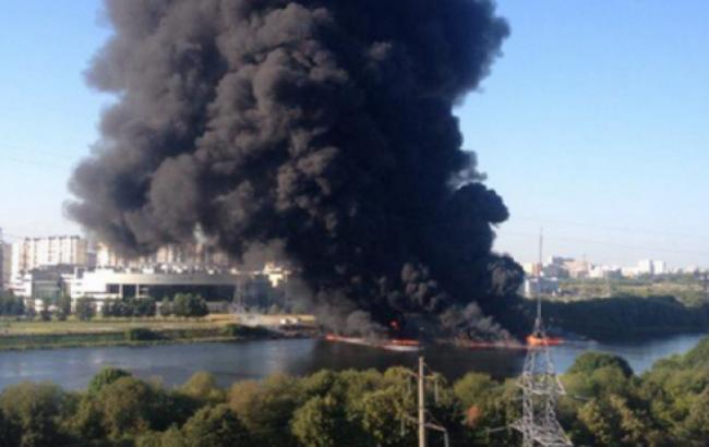 Фото: пожежа на Москва-річці