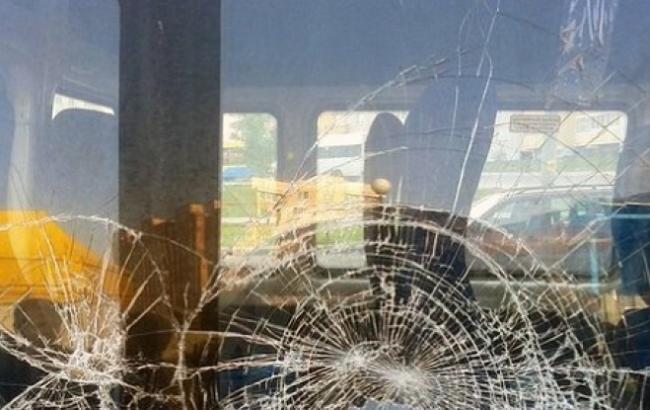 Фото: Разбитые стекла автобуса