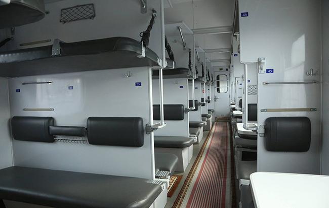 Плацкартные вагоны в украинской железной дороге исчезнут через 5-10 лет, - Омелян