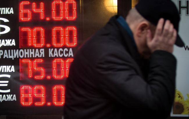 Начерном рынке курс доллара начал снижаться