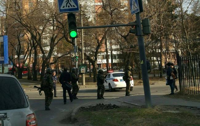 Фото: нападение на приемную ФСБ в Хабаровске