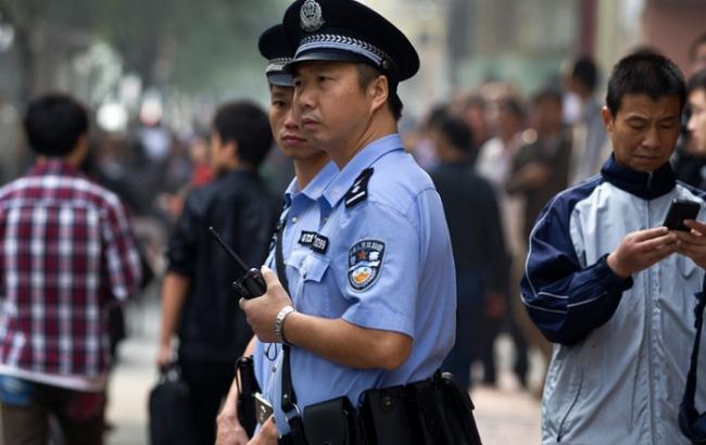 У Китаї чоловік з ножем напав на перехожих, 18 осіб отримали поранення