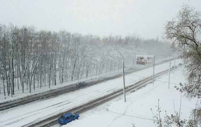 Негода в Україні: знеструмленими залишаються 225 населених пунктів