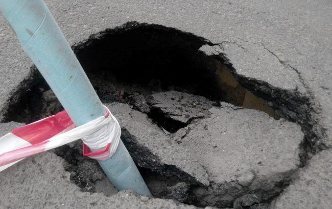 Фото: Провалився асфальт у центрі Одеси