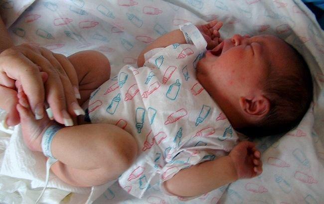 Киянку, яка поїла свого немовляту алкоголем, можуть посадити у в'язницю на все життя