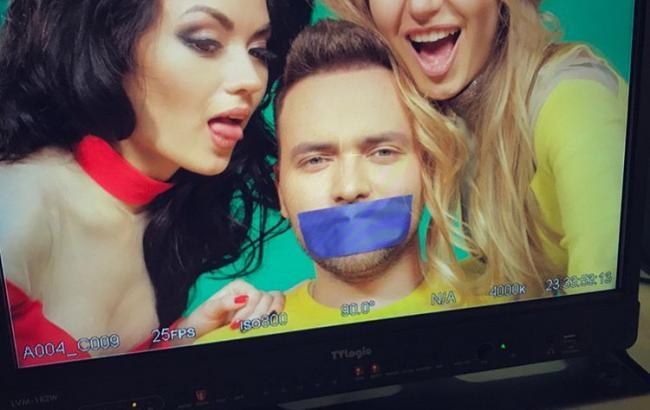 Ведучий Євробачення 2017 знявся у провокаційному відеокліпі