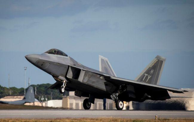 У США поблизу авіабази розбився винищувач F-22