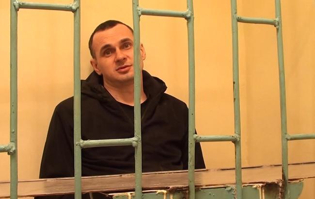 Відомі письменники і режисери закликали США боротися за звільнення Сенцова