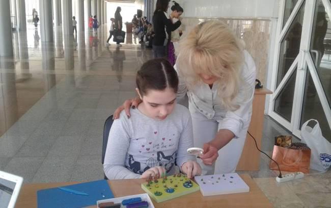 Маленькая украинка создает пластилиновых мультгероев невероятных размеров