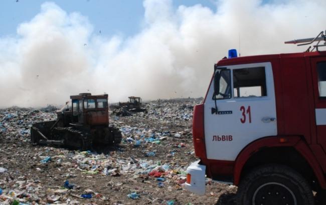 Фото: пожежа на сміттєзвалищі