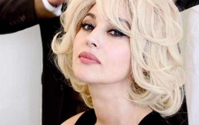 """Не узнать: Моника Беллуччи появилась в Риме с седыми волосами и """"старящим"""" макияжем"""