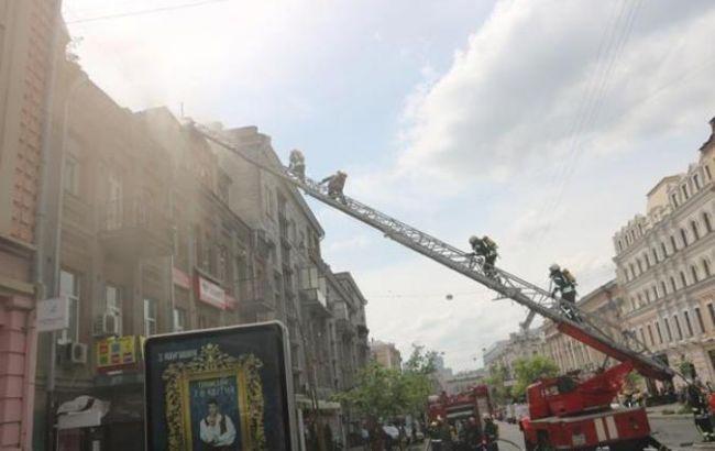 Фото: пожар в киевском хостеле ликвидирован
