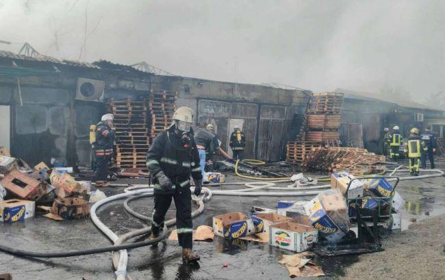 У Києві загасили пожежу в складському приміщенні на Дарницькому ринку 2e75baa13c355