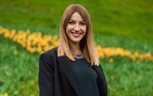 Яка леді: Леся Нікітюк прогулялася по Одесі в трендовому луці