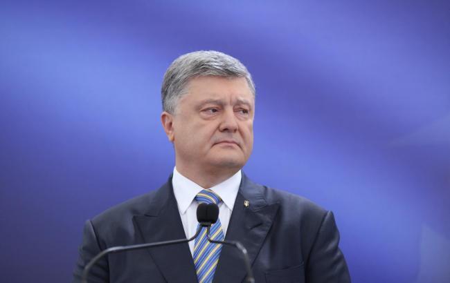 """Була серйозна розмова: Порошенко пояснив фото сина в футболці з написом """"Russia"""""""