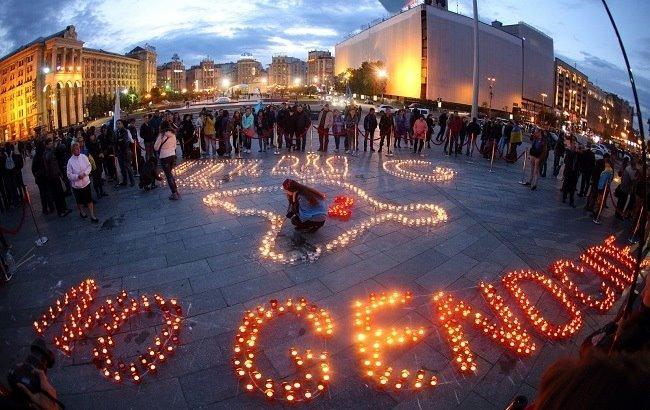 Фото: Акція пам'яті жертв геноциду кримських татар (РБК-Україна)