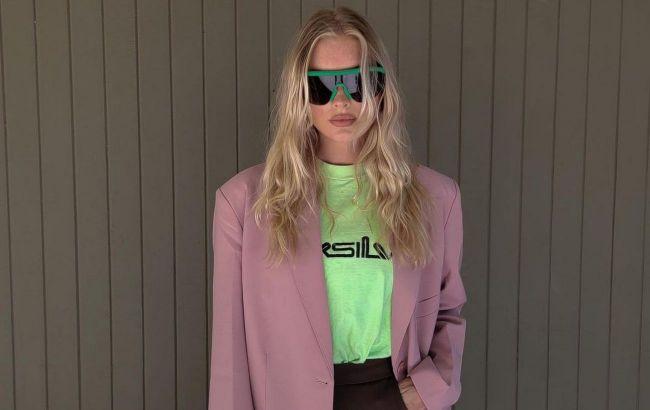 Кислотные цвета и заниженные джинсы: стилист рассказала о возвращении трендов из 90-х