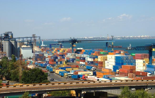 Фото: морской порт в Украине