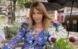 Полякова отдыхает: Леся Никитюк ошеломила невероятно длинными ногами