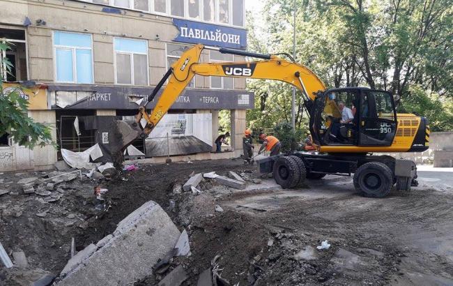 У Києві почали ремонтувати пошкодження від прориву труби