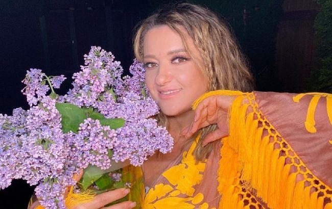 Українські зірки похвалилися колоритними вбраннями в День вишиванки