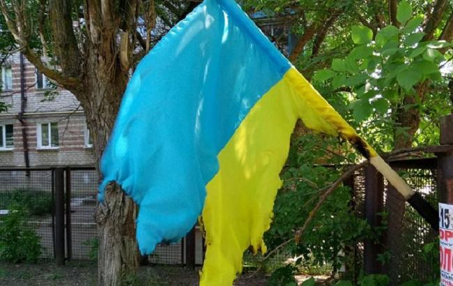 У Бердянську вандали зірвали і підпалили прапор України