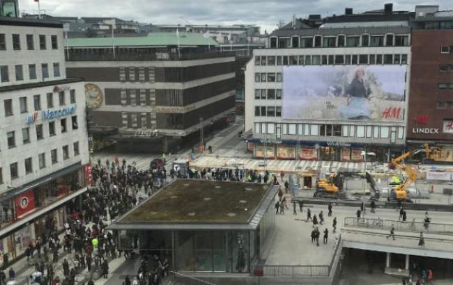 Фото: наезд грузовика на толпу в Стокгольме