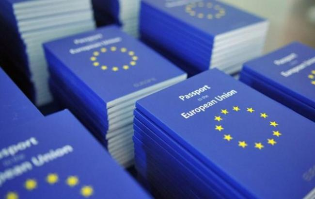 Фото: паспорти ЄС