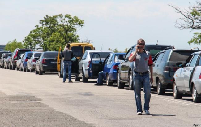 Наадмингранице сКрымом возникла пробка из-за реконструкции КПП состороны полуострова