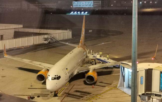 Літак з евакуйованими українцями вилетів з Китаю