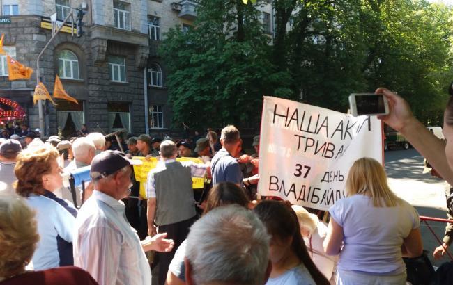 Фото: зіткнення на Банківській (РБК-Україна)