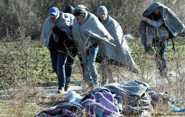 Фото: беженцы из Ближнего Востока на границе Сербии с Черногорией