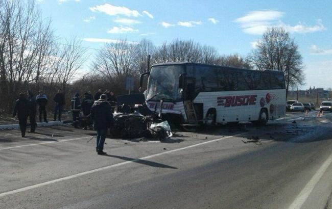 У Волинській області внаслідок зіткнення легковика з автобусом загинули 4 людини