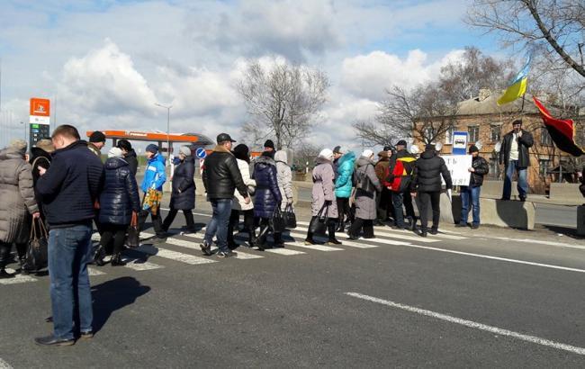 Фото: активісти перекрили трасу Київ-Харків у Полтавській області