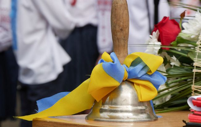 У школах Києва прозвучали останні дзвоники: як відсвяткували випускники (фото і відео)