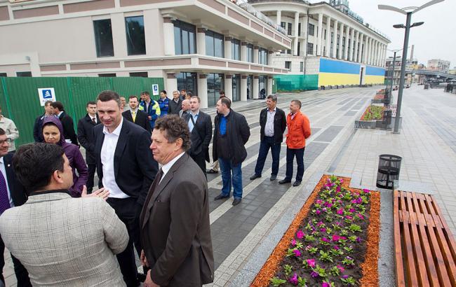 Кличко открыл после реконструкции пешеходную зону возле Почтовой площади